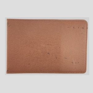 Preowned LV Taiga Leather Bifold Card Wallet